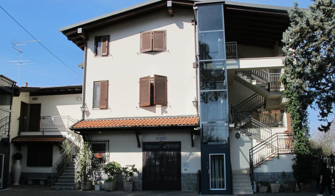 """""""Casa Scarano è un B&B accogliente, ben arredato, con spazi ben attrezzati e puliti. Consigliato per soggiorni a Vigevano."""""""